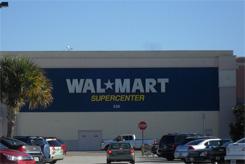 825ca94a0d86b Esta é uma grande rede de lojas tipo-que-tem-de-tudo e mais um pouco. ( Até  supermercado com comidas congeladas onde quem trabalha na Disney compra, ...